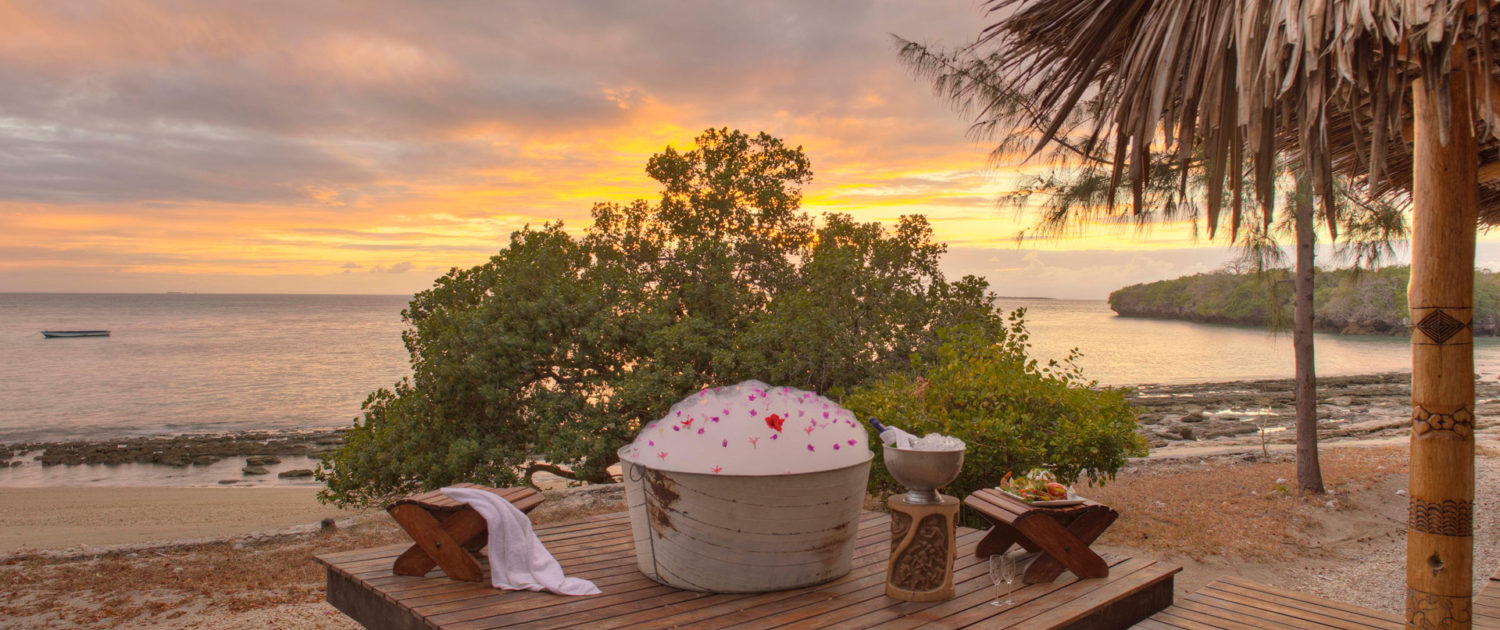 Infinite_Africa_Travel_Mozambique_Azura_Quilalea_Romantic_Bath