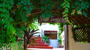 Infinite_Africa_Travel_Mozambique_Baia_Sonumbula_Accommodation_Entrance_Tofo