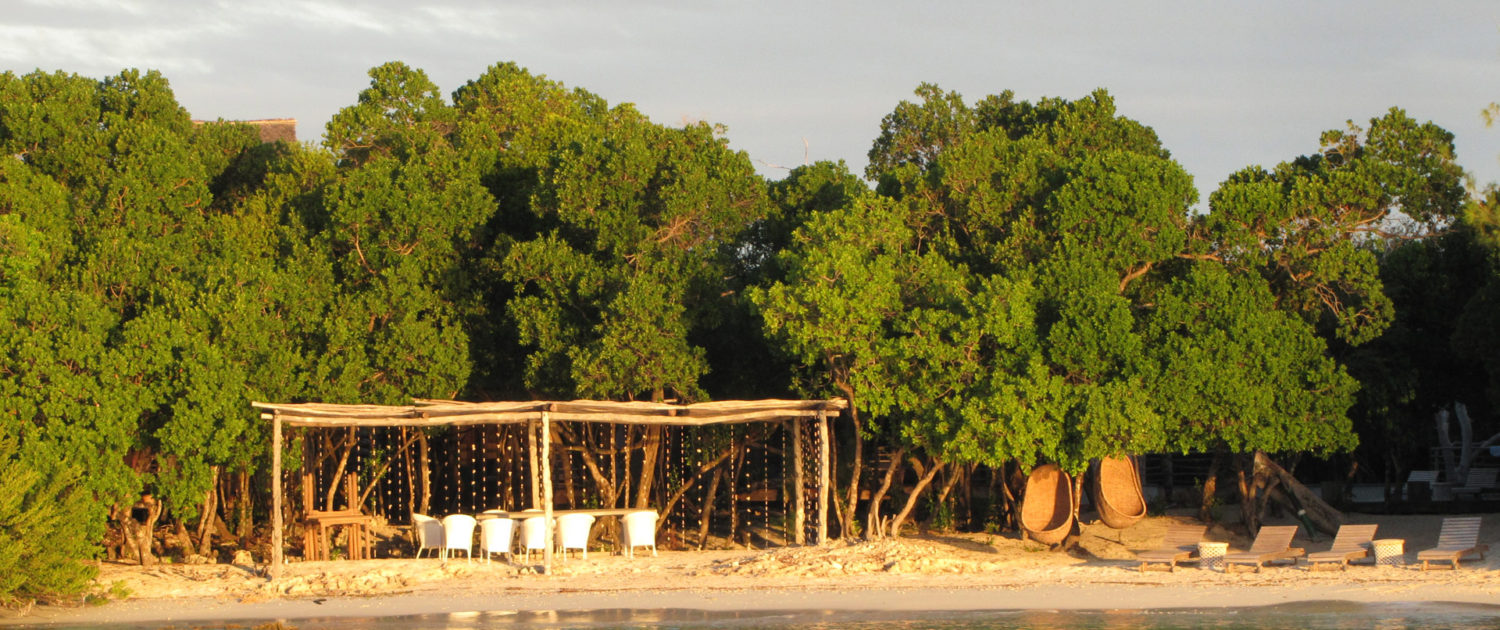 Infinite_Africa_Travel_Mozambique_&Beyond_Vamizi_Private_Villa_Beach_dining