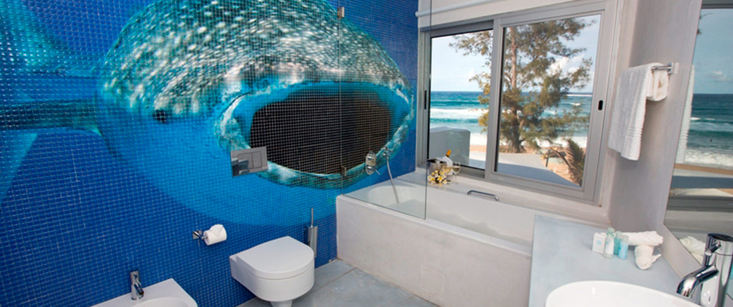 Infinite_Africa_Travel_Mozambique_Hotel_Tofo_Mar_Funky_Bathrooms