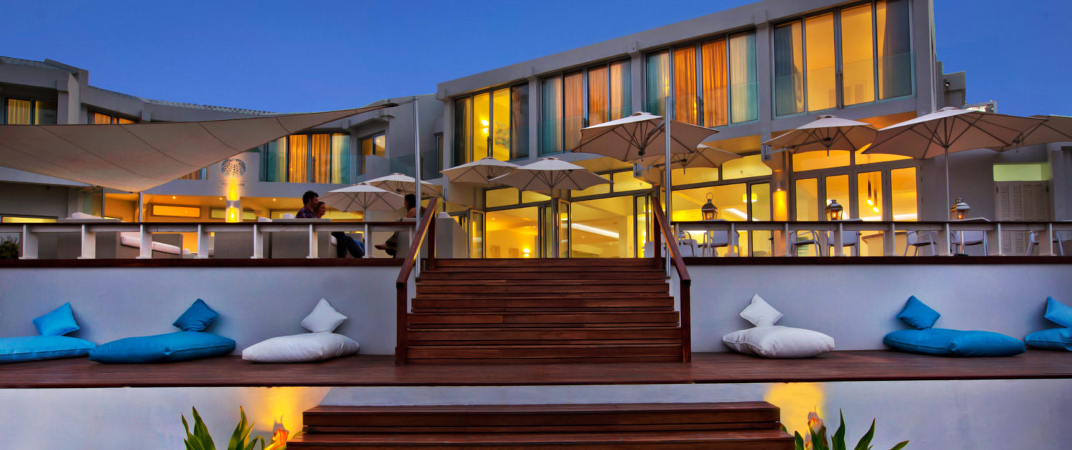 Infinite_Africa_Travel_Mozambique_Hotel_Tofo_Mar_Main_Building_At_Night
