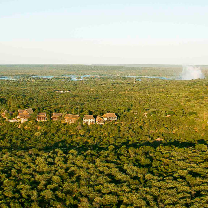 infinite_africa_travel_zimbabwe_victoria_falls_safari_lodge_signature-image